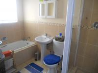 Main Bathroom - 5 square meters of property in Aeroton