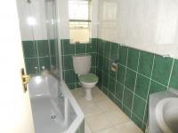 Bathroom 1 - 3 square meters of property in Glenvista