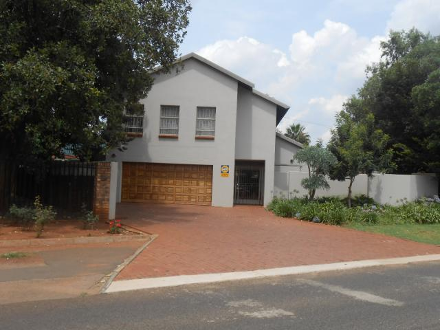 4 Bedroom House for Sale For Sale in Centurion Central (Verwoerdburg Stad) - Home Sell - MR104507