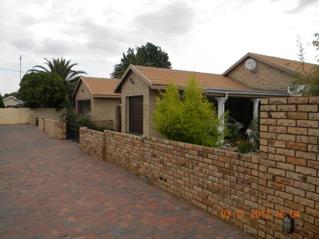 2 Bedroom House for Sale For Sale in Wilkoppies - Private Sale - MR104541