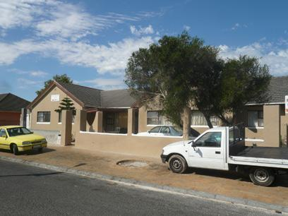 5 Bedroom House for Sale For Sale in Parow Central - Home Sell - MR10457