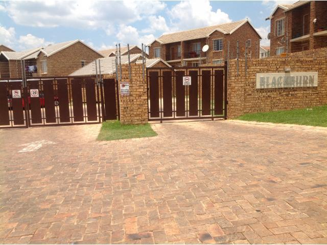 2 Bedroom Apartment for Sale and to Rent For Sale in Kempton Park - Home Sell - MR104595