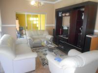 Lounges - 25 square meters of property in Greenhills