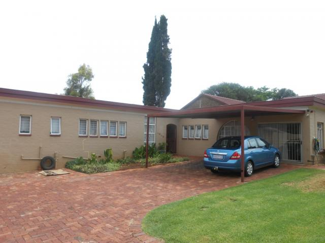 6 Bedroom Duet for Sale For Sale in Garsfontein - Private Sale - MR104604
