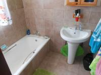 Bathroom 1 - 16 square meters of property in Garsfontein