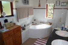 Main Bathroom - 5 square meters of property in Napier