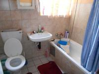 Main Bathroom - 18 square meters of property in Weltevreden Park