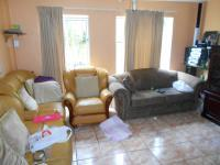 Lounges - 24 square meters of property in Weltevreden Park
