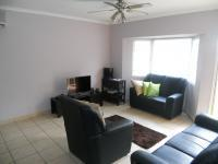 Lounges - 17 square meters of property in Amanzimtoti