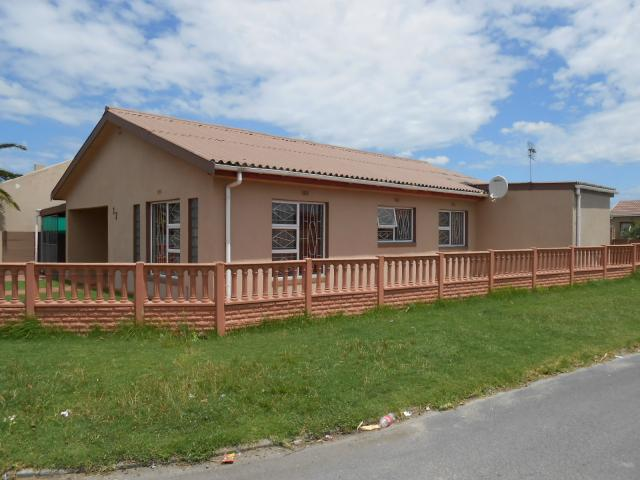 4 Bedroom House for Sale For Sale in Eerste Rivier - Home Sell - MR104708