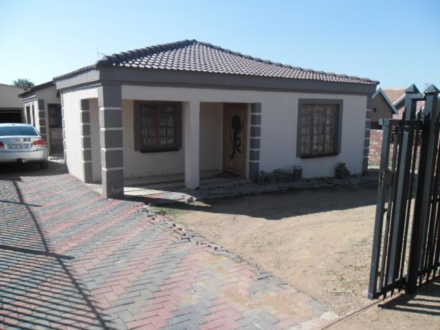 3 Bedroom House for Sale For Sale in Potchefstroom - Private Sale - MR104780