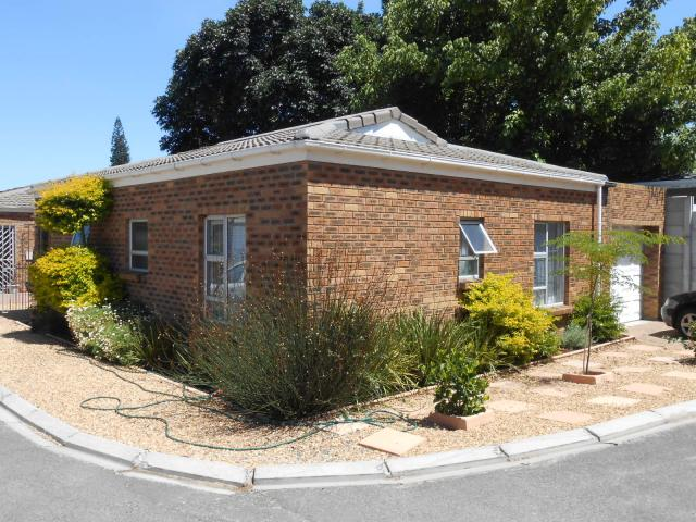 2 Bedroom Simplex For Sale in Bellville - Private Sale - MR104840