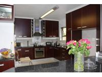 Kitchen of property in Buccleuch