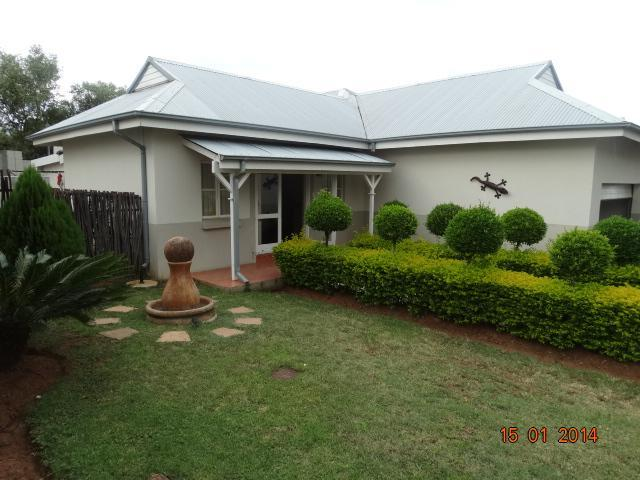 3 Bedroom House For Sale in Rustenburg - Private Sale - MR104951