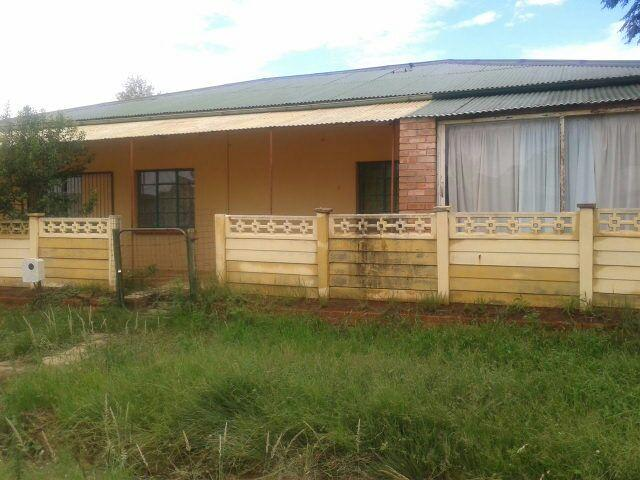 3 Bedroom House For Sale in Bloemfontein - Home Sell - MR105036