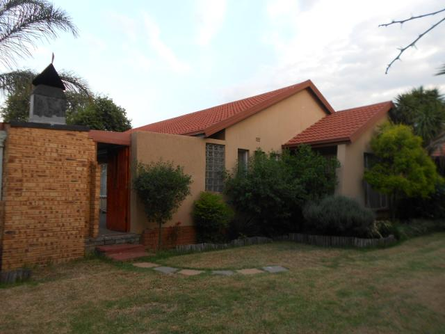 5 Bedroom House for Sale For Sale in Kempton Park - Home Sell - MR105065