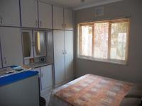 Bed Room 1 - 10 square meters of property in Umzinto