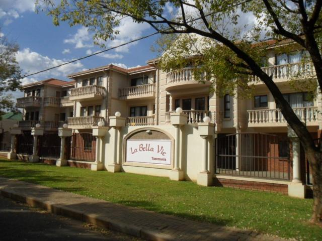 Apartment for Sale For Sale in Potchefstroom - Private Sale - MR105091