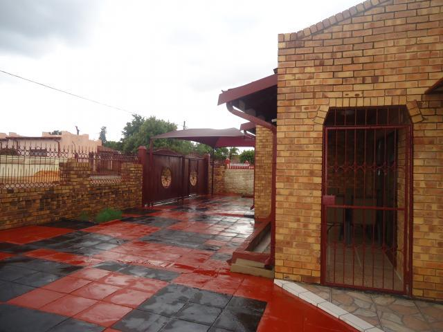 3 Bedroom House For Sale in Mabopane - Home Sell - MR105309