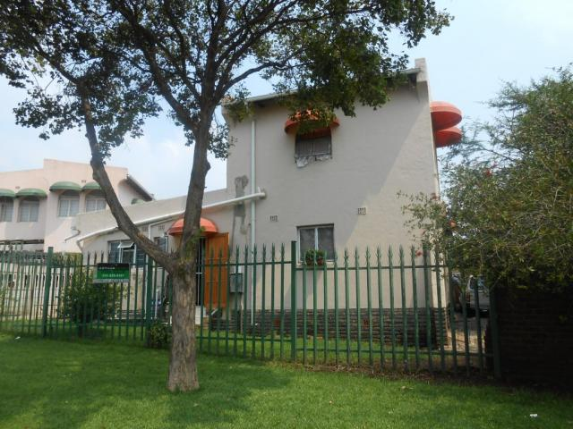 2 Bedroom Duplex For Sale in Roodepoort - Private Sale - MR105350