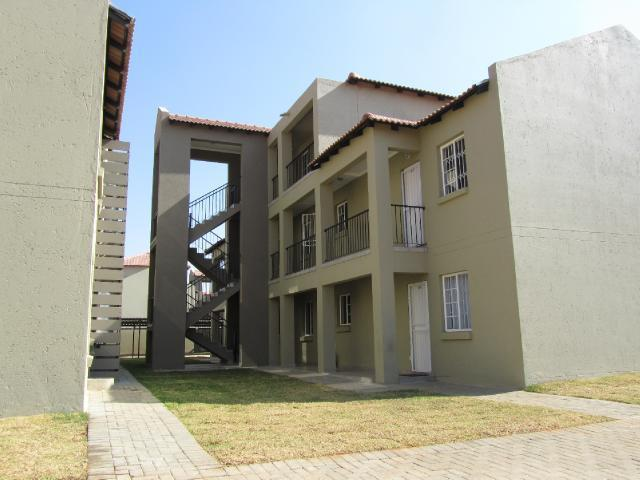 2 Bedroom Apartment to Rent To Rent in Potchefstroom - Private Rental - MR105400