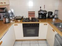 Kitchen - 8 square meters of property in George South