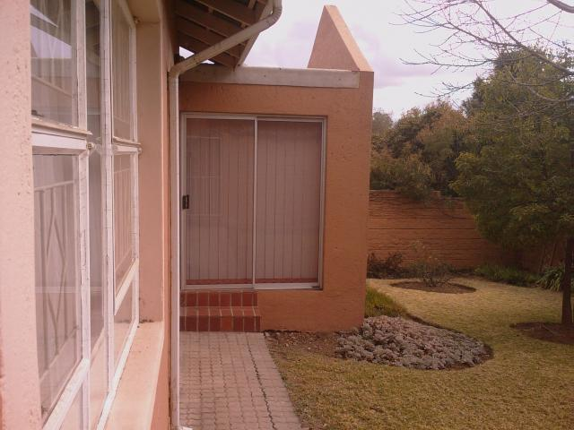 3 Bedroom Cluster for Sale For Sale in Buccleuch - Private Sale - MR105424