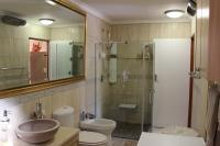 Main Bathroom - 2 square meters of property in Groot Brakrivier