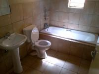 Main Bathroom - 5 square meters of property in Clubview