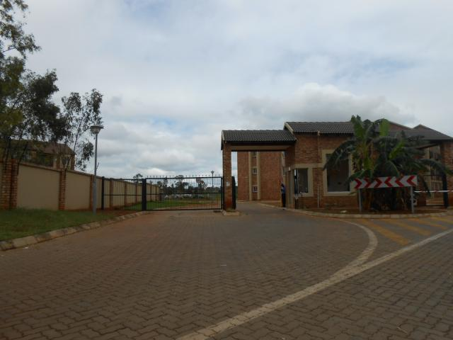 Standard Bank EasySell 2 Bedroom Apartment For Sale in Clarina - MR105674
