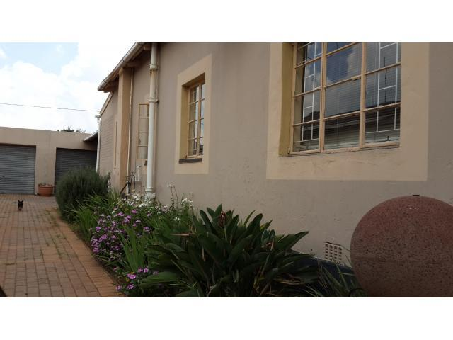 3 Bedroom House For Sale in Randfontein - Home Sell - MR105809