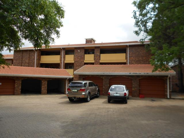 3 Bedroom Sectional Title For Sale in Sunninghill - Private Sale - MR105824