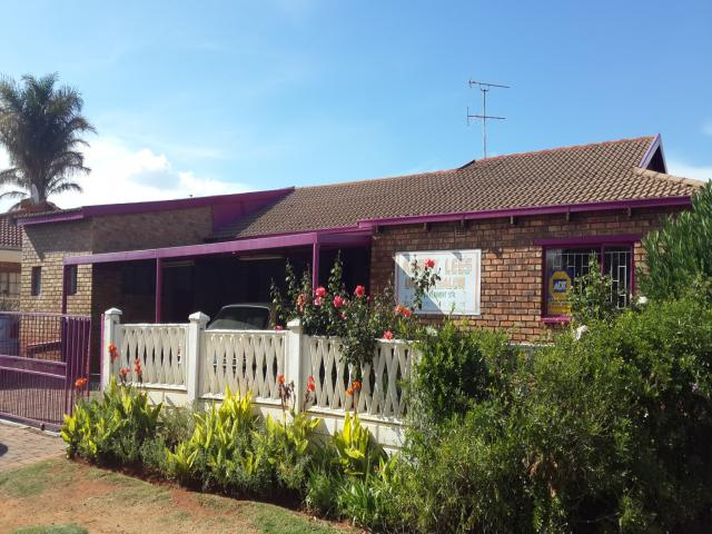 3 Bedroom House for Sale For Sale in Lenasia South - Home Sell - MR105825