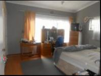Main Bedroom - 32 square meters of property in Floracliffe