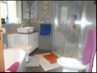 Main Bathroom - 10 square meters of property in Floracliffe