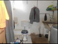 Bathroom 2 - 5 square meters of property in Floracliffe