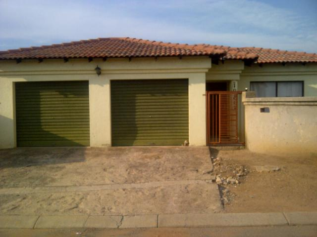 3 Bedroom House For Sale in Kwa-Thema - Home Sell - MR105878