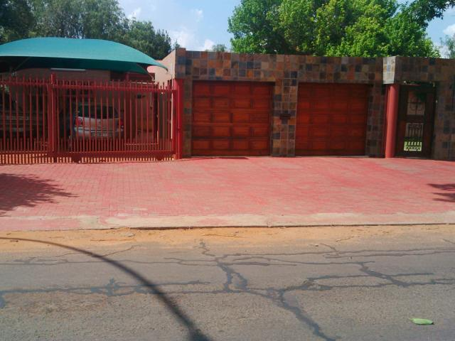 3 Bedroom House For Sale in Universitas - Home Sell - MR105888