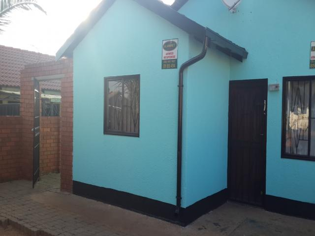 House for Sale For Sale in Lenasia - Private Sale - MR105892