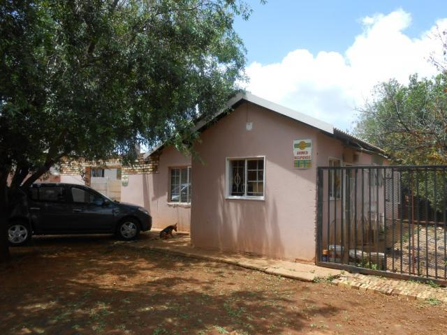 2 Bedroom House For Sale in Lenasia South - Private Sale - MR105894