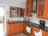 Kitchen - 24 square meters of property in The Reeds
