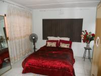 Bed Room 1 - 16 square meters of property in Reservior Hills
