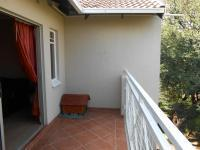 Patio - 9 square meters of property in Sterrewag