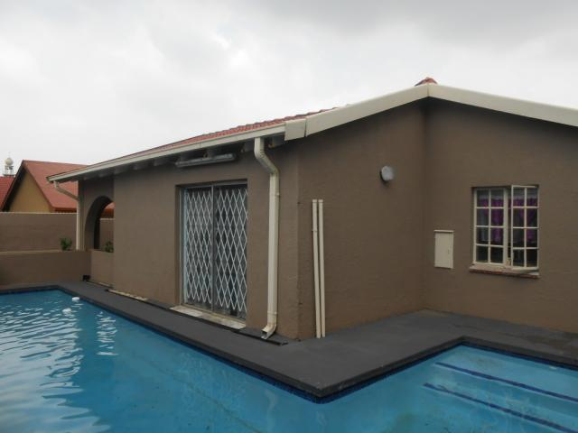 3 Bedroom House for Sale For Sale in Bosmont - Home Sell - MR105959