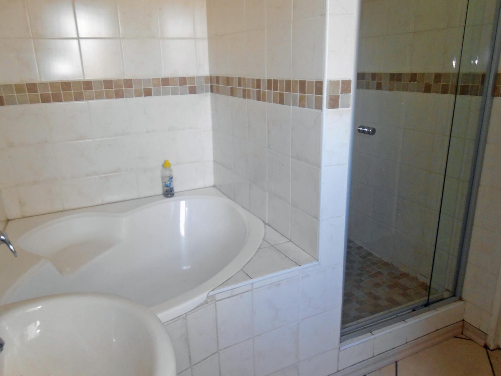 2 bedroom apartment for sale for sale in boksburg for Bathroom designs gauteng