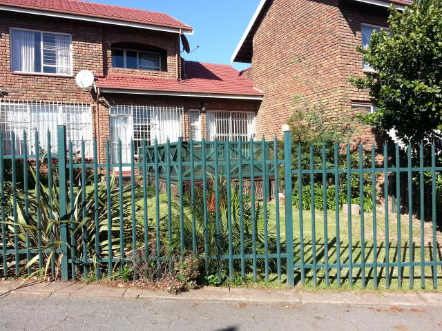 3 Bedroom Sectional Title for Sale and to Rent For Sale in Emalahleni (Witbank)  - Private Sale - MR106010
