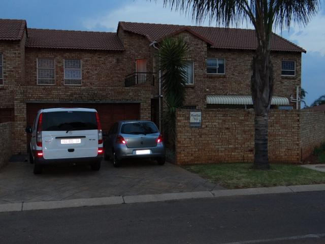 4 Bedroom Duet for Sale For Sale in Rooihuiskraal North - Private Sale - MR106020