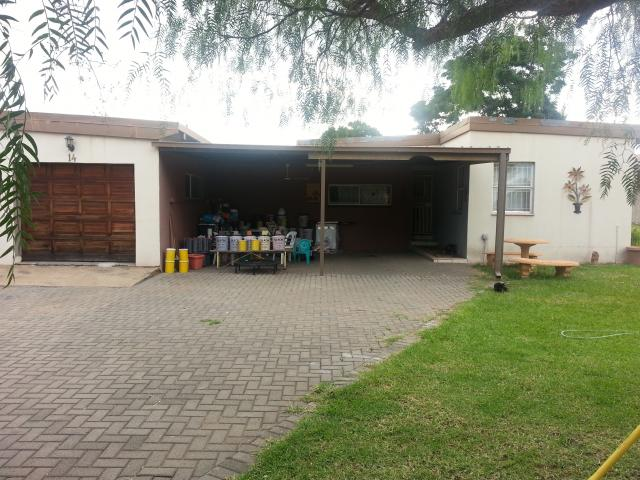Standard Bank EasySell 3 Bedroom House For Sale in Newcastle - MR106023