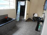 Main Bathroom - 10 square meters of property in Dalview