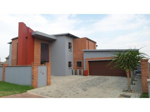 4 Bedroom House For Sale in Midlands Estate - Private Sale - MR106042